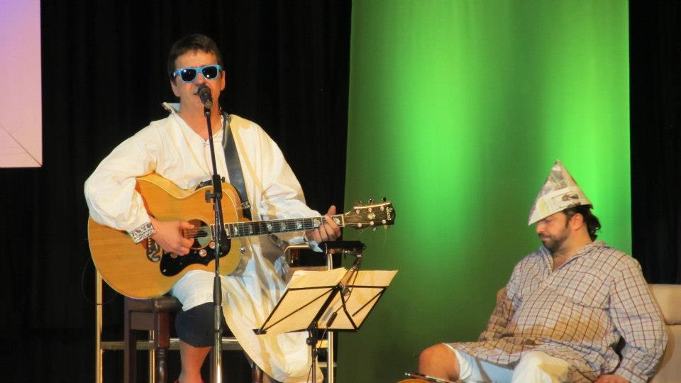"""Zugravi odihnindu-se!!! :) Florin Chilian şi Adrian Naidin pe scena Sălii Palatului - spectacolul """"Dar din dragoste"""""""