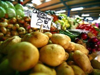 guvernul-face-curatenie-in-piete-la-tarabe-vor-fi-vandute-doar-legume-fructe-romanesti_size9